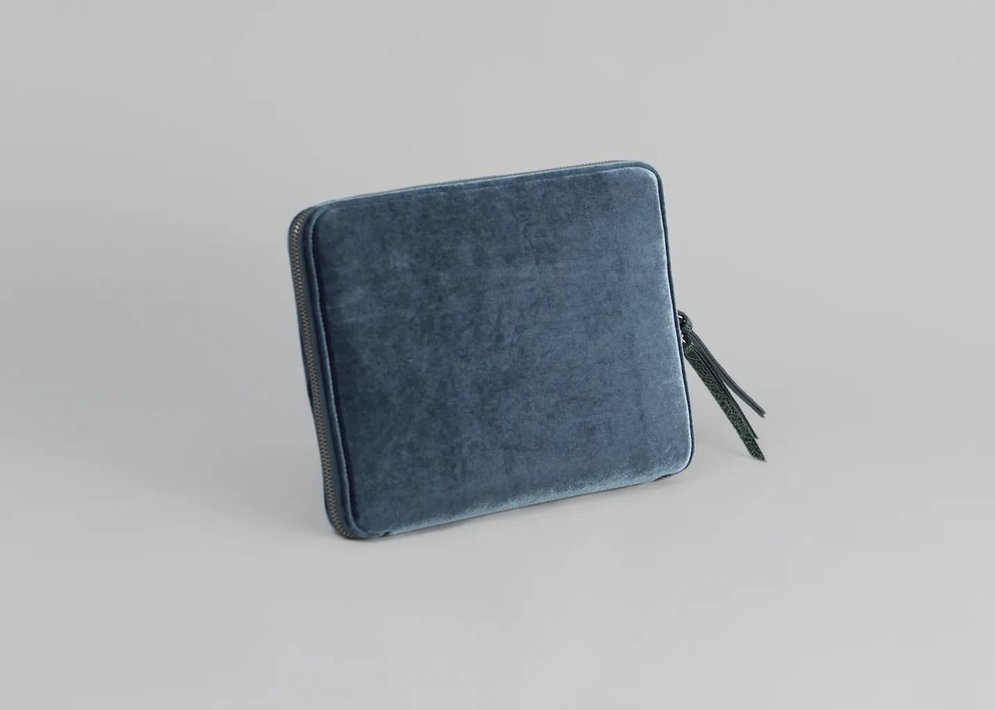 Pochette Velours MM6 Par Maison Margiela Bleu LException