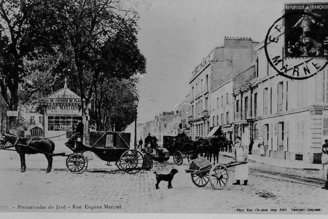 Vue de la place de la République, la rue Eugène-Mercier en 1915...
