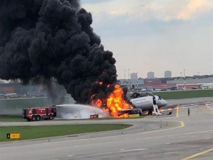إصابة 10 أشخاص إثر اشتعال محرك طائرة ركاب في موسكو
