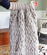 Arm Knit a Blanket in 45 Minutes | simplymaggie.com