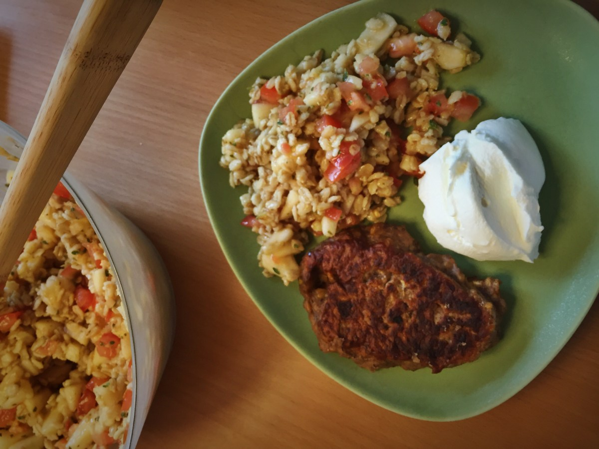 Veckans vegetariska: Bön- och linsbiffar med mathavresallad