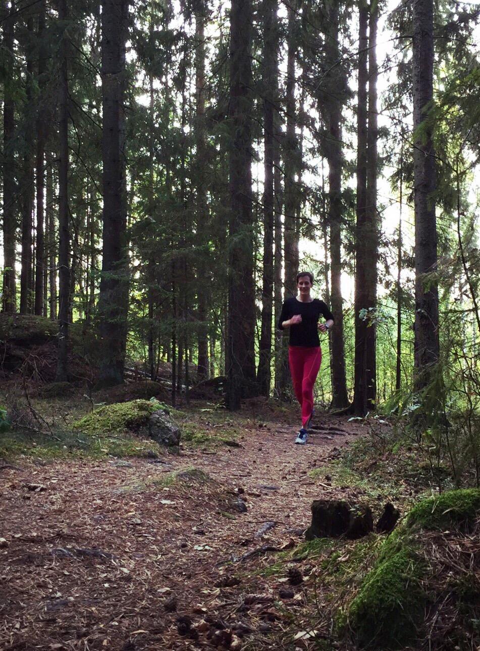 springer i skogen