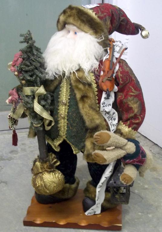 Old World Style Santa Claus Decoration