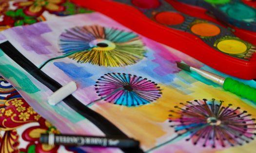 konstprojekt för att måla maskrosor med vattenfärger