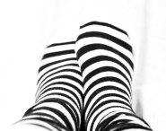 randiga strumpor, fötter