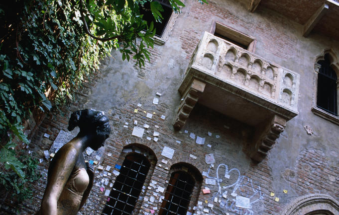 The house of Romeo and Juliet is covered with lover's graffiti and messages, turning the area into a romantic shrine for lovers from all over the world.