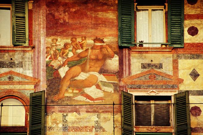 Frescoes at Casa Mazzanti, Piazza delle Erbe.