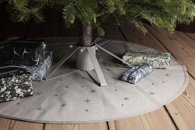 star teppich fur den weihnachtsbaum o 120 cm ferm living