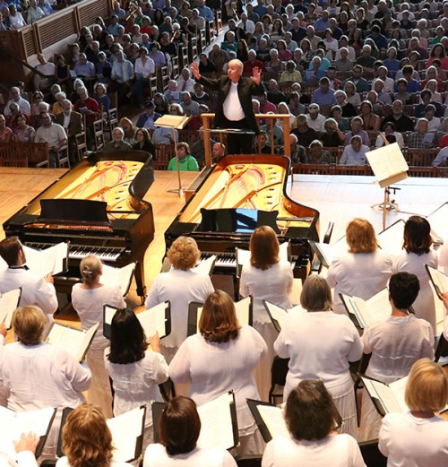 [John Oliver conducts the Tanglewood Festival Chorus in Ozawa Hall in 2015 (Hilary Scott)]