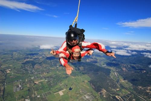 jag hoppar fallskärm i abel tasman.