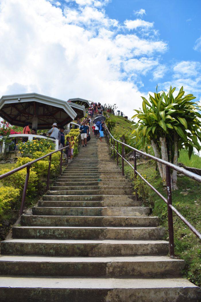 trappan upp till chocolate hills utsiktsplats