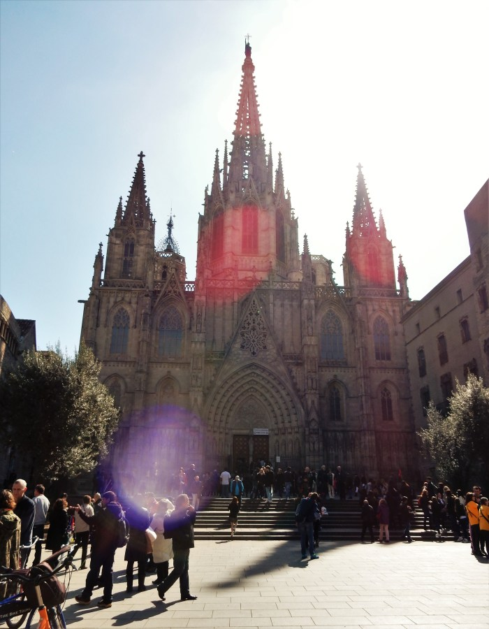 barcelonas katedral i motljus