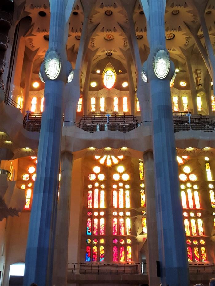 sagrada familias färgglada fönster