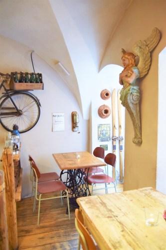 bord på restaurang V Laznich