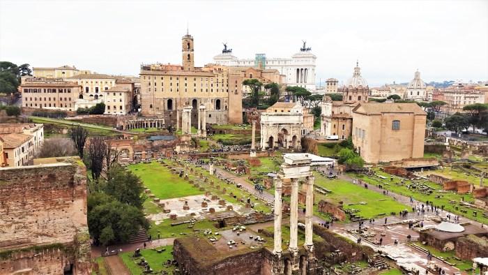 utsikt över forum romanum och vittorio emanuele