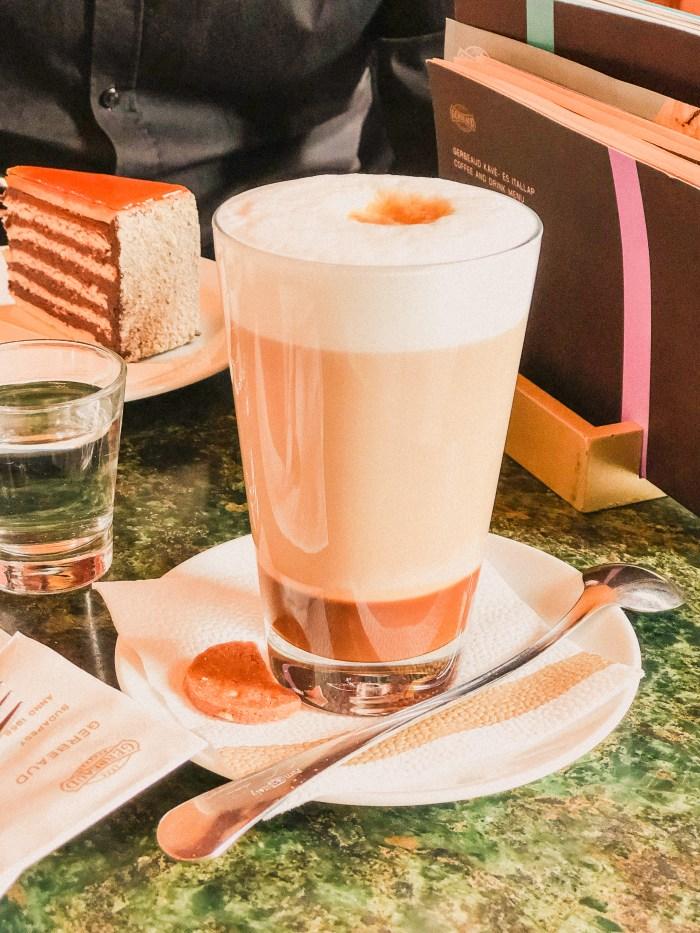 latte på cafe gerbeaud