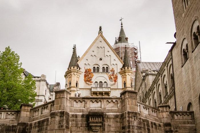 Neuschwanstein tinnar och torn