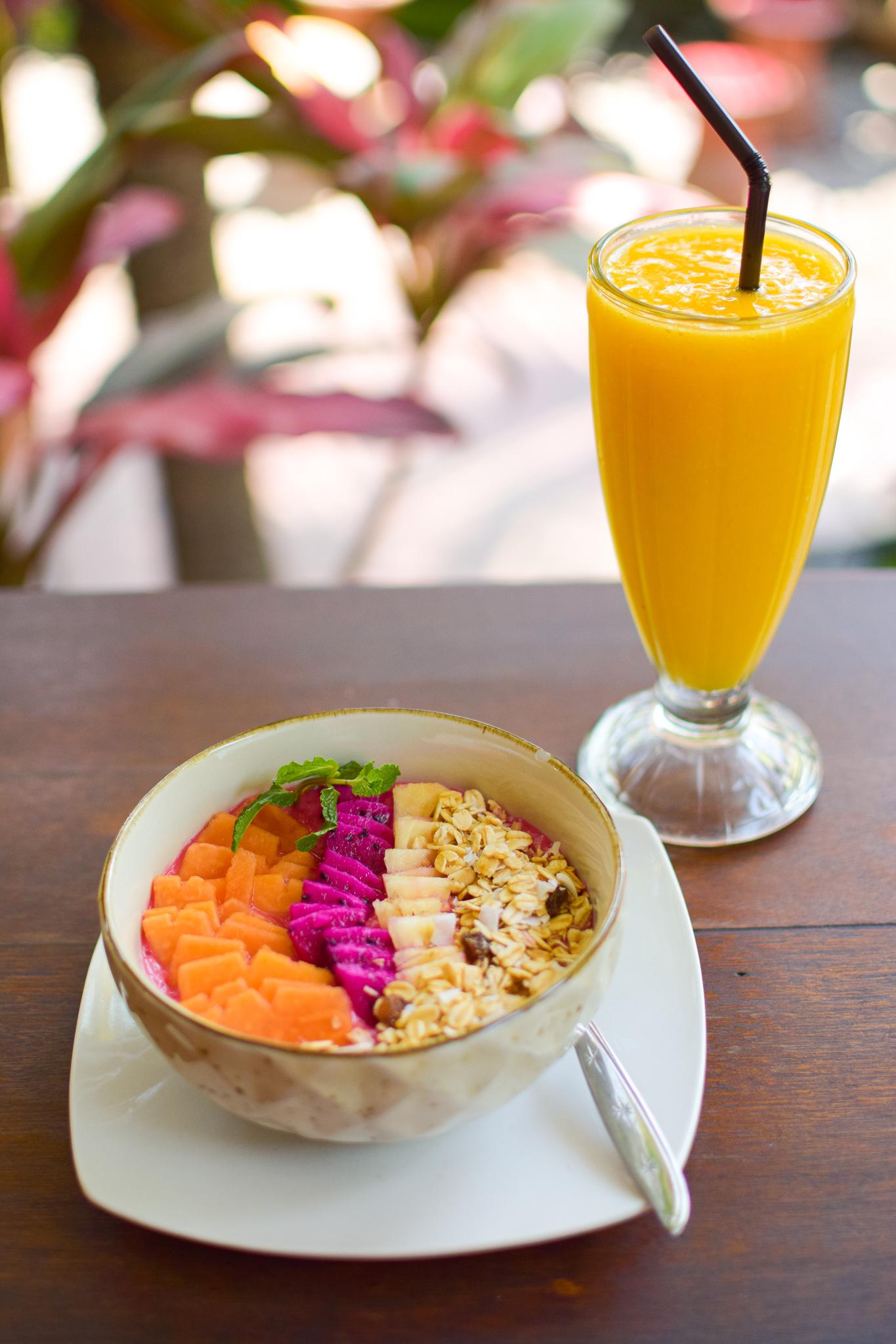 smoothie bowl & juice