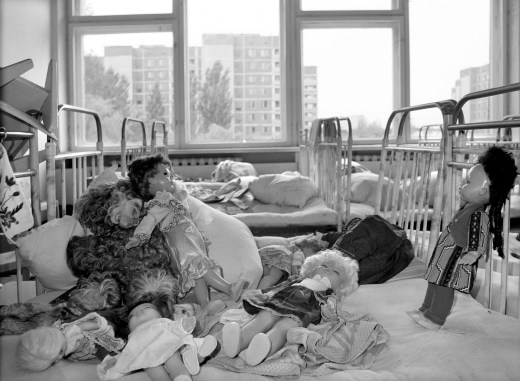 Three years after the Chernobyl accident dolls were still stacked on empty beds in a kindergarten in Pripyat. // Mikhail Metzel / AP