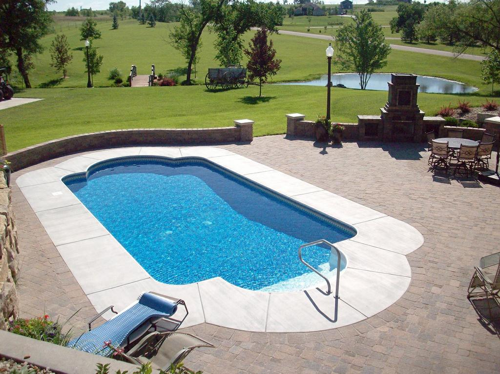 Appartamento per ogni: Pavers for patio area rugs /outdoor ... on Patio Ideas Around Pool id=73657