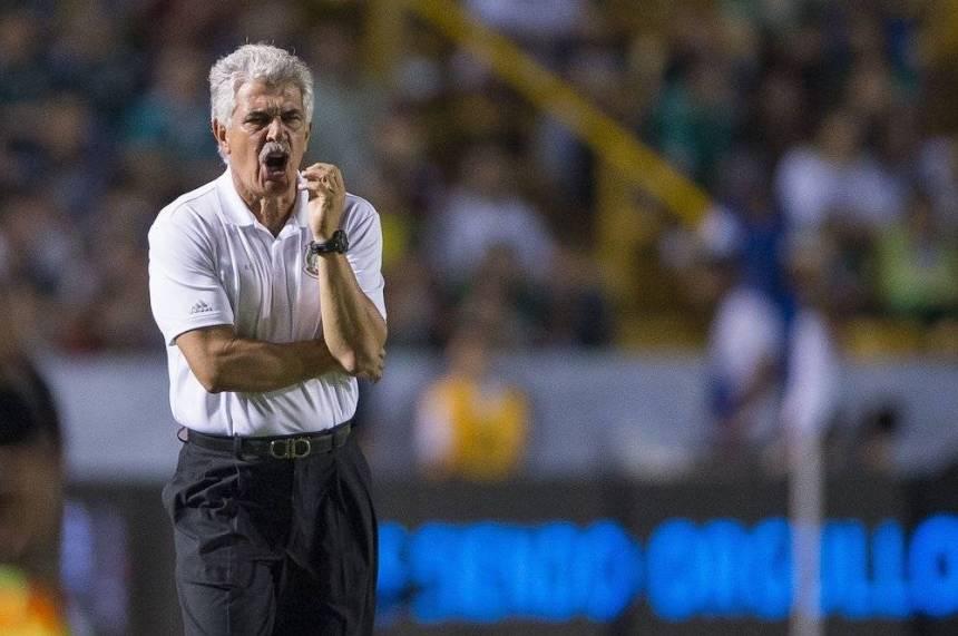 """El """"Tuca"""" ya comenzó a regalar a sus jugadores. / Mexsport"""