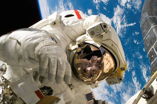 9 actividades que los astronautas no pueden hacer estando en el espacio