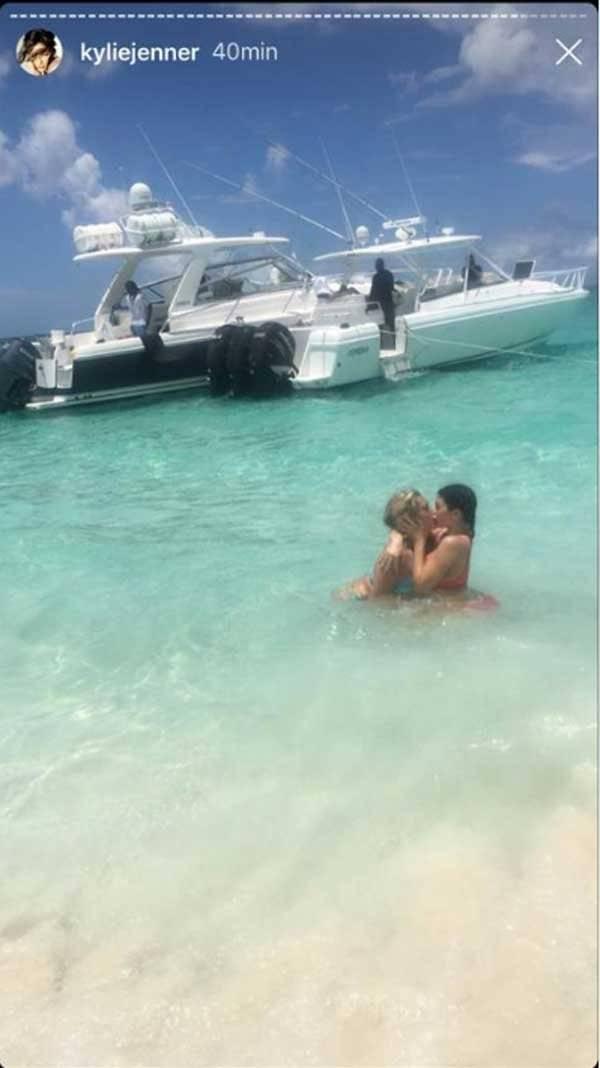 Kylie Jenner y su amiga