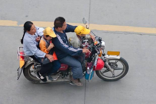 Resultado de imagen para niños viajando moto