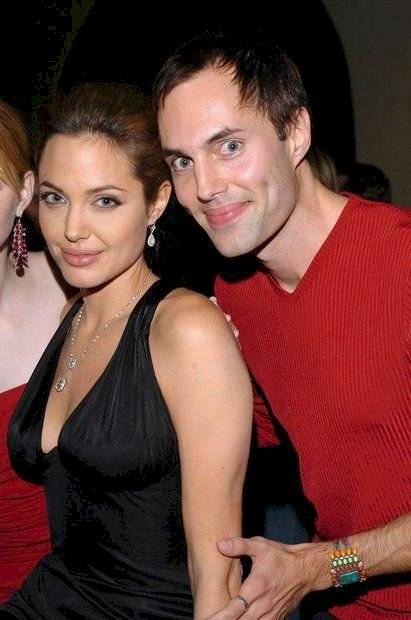 The amazing resemblance between Angelina Jolie and her brother, who shocked Hollywood in the past to kiss him in the mouth