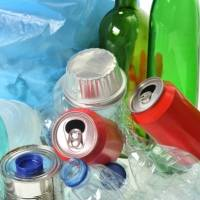 Estudio revela que las botellas de vidrio son mucho peor que las de plástico y argumentan dos razones en especial