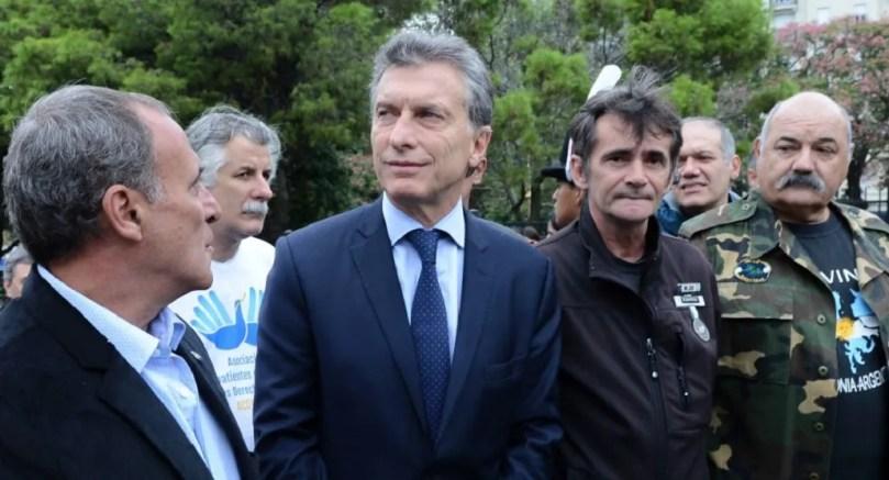 Macri recibe a ex combatientes de Malvinas en Olivos