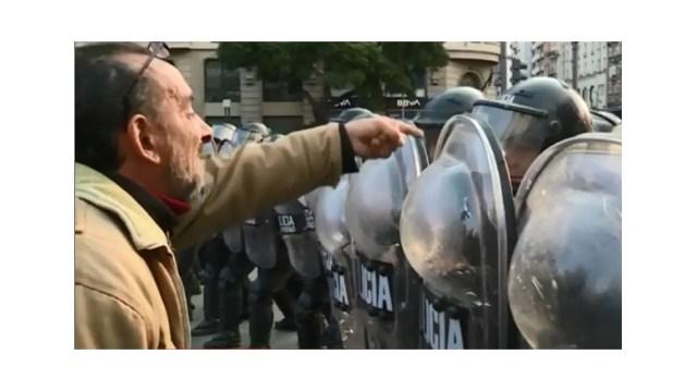 Dirigentes sociales intentaban instalar una carpa en el Obelisco para personas en situación de calle