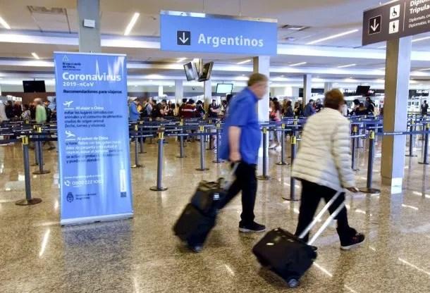 Los casos de coronavirus detectados en Argentina son todos