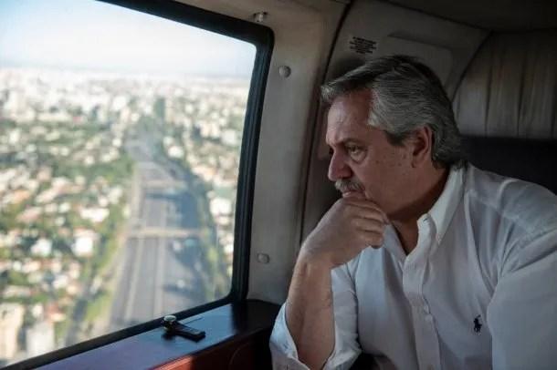 Alberto Fernández monitoreó el cumplimiento de la cuarentena total desde su helicóptero: el Presidente advirtió que quienes no tengan autorización