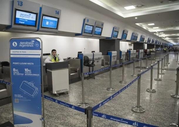 Aeroparque Metropolitano vacío ante la ausencia de vuelos de cabotaje, suspendidos por la pandemia de coronavirus