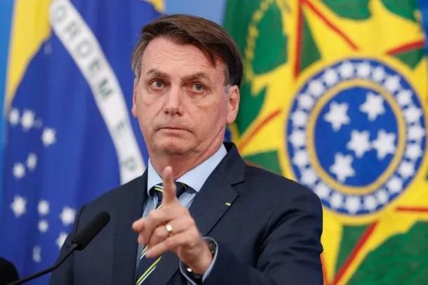 """Jair Bolsonaro fogoneó la campaña """"Brasil no para"""" y su país se convirtió en el noveno del ranking de contagios de coronavirus"""