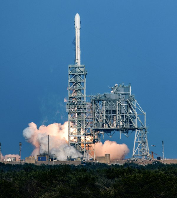 Michigan photographer captures historic SpaceX rocket ...