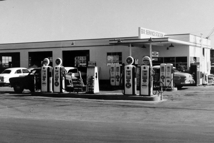 Black and white photo of service station from the 1960s.