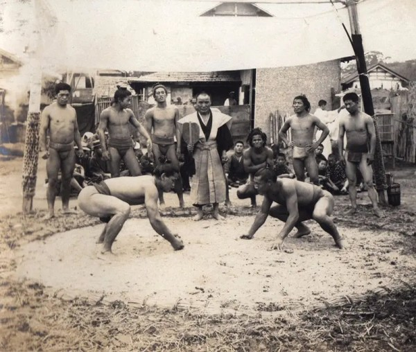 Image of Sumo Wrestling from turn of 20th century