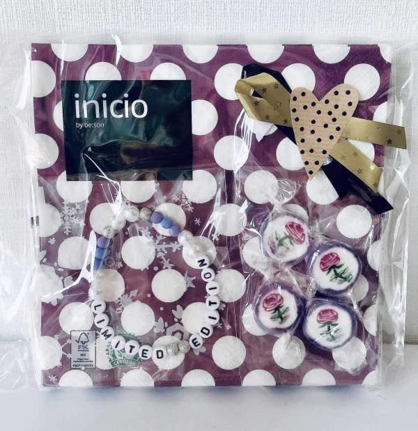 """""""Limited Edition"""" presentpåse: servetter, armband, karameller, trähjärta"""