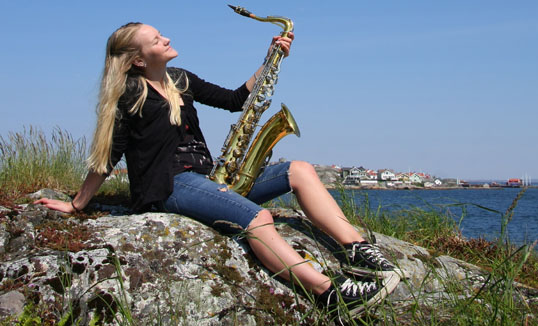 Josefin med saxofon