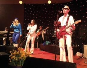 Erlebnisse-Geschenkideen: ABBA Dinner Ludwigsburg