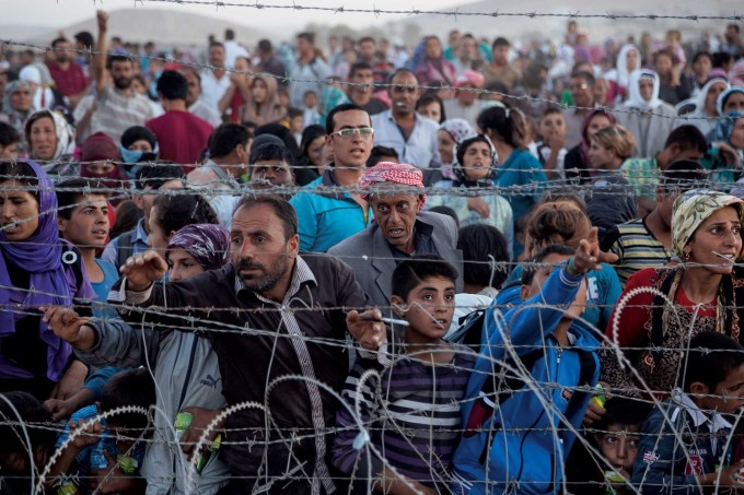 Glance Back: 180,000 Syrian Refugees Flee Into Turkey | Out of ...