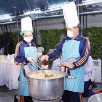 King cooks nutritious, hot meals for medics #SootinClaimon.Com