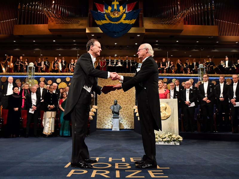 William G. Kaelin receives his Nobel Prize from King Carl XVI Gustaf of Sweden