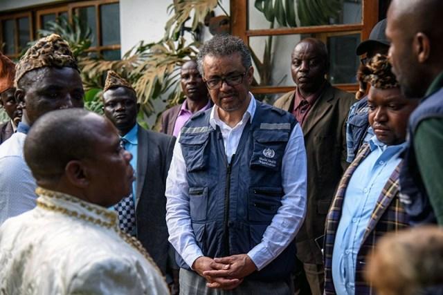 WHO chief Tedros Adhanom Ghebreyesus talking to people in Butembo, DRC