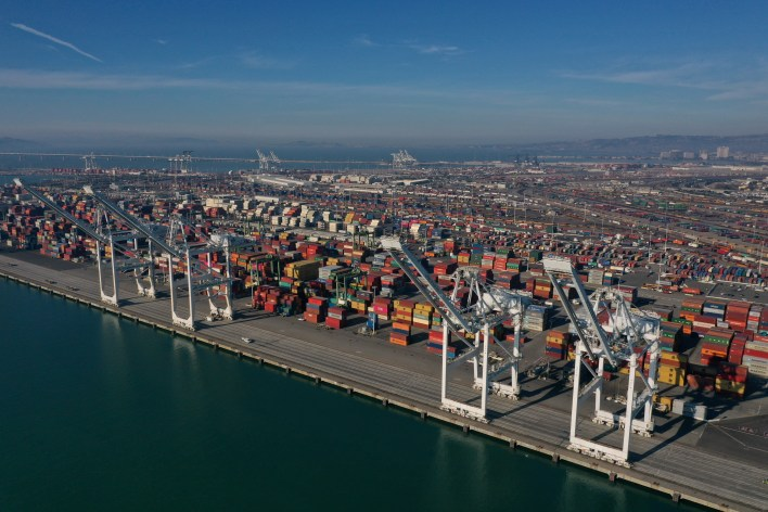 Dock Worker Falls to Death at Port of Oakland – NBC Bay Area