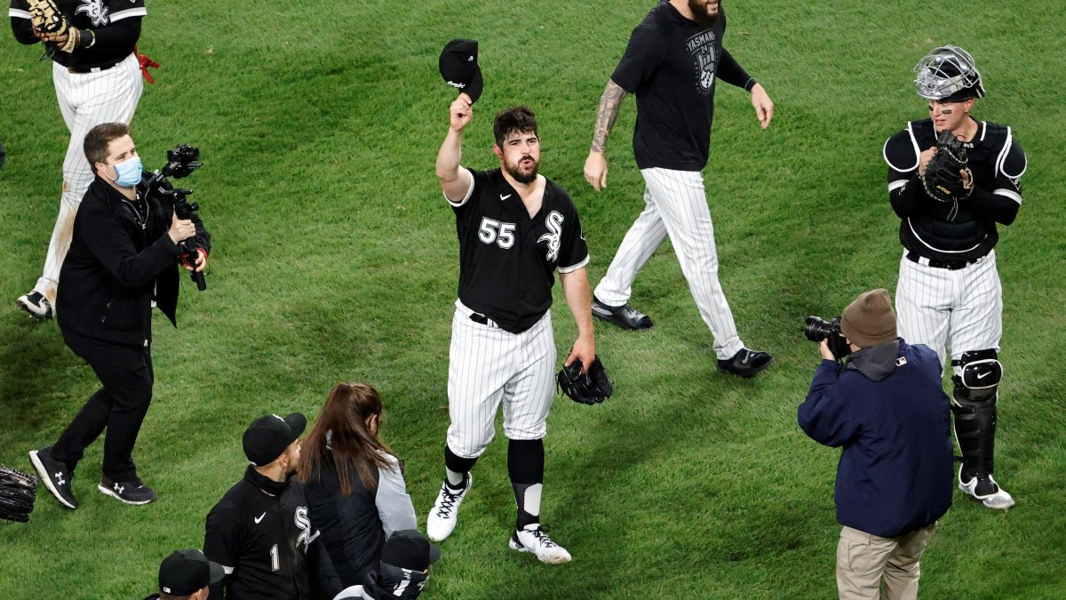 White Sox Fans Celebrate on <b>Twitter</b> After Carlos Rodon No-Hitter thumbnail