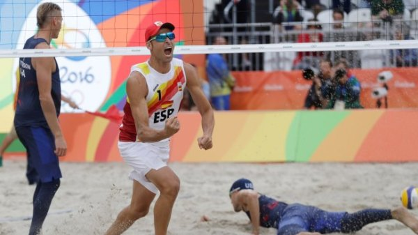 US Men's Team Loses to Spain in Beach Volleyball ...