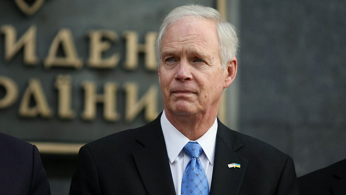 GOP Sen. Johnson Delays COVID Relief Bill by Forcing All 628 Pages Be Read Out Loud 1